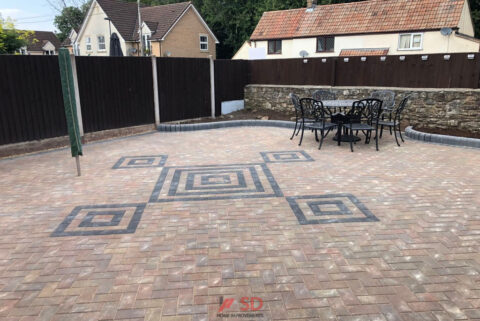 Brindle Block Paved Patio with Charcoal Pattern in Bristol